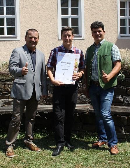 Sebastian Laudon der BS mit Klassenvorstand Ing. Leonhard Czipin und Abteilungsvorstand Ing. Josef Schroll